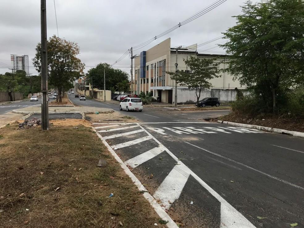 Rotatória fica no cruzamento das Avenidas Zequinha Freire e Horário Ribeiro.  — Foto: Lorena Linhares/G1