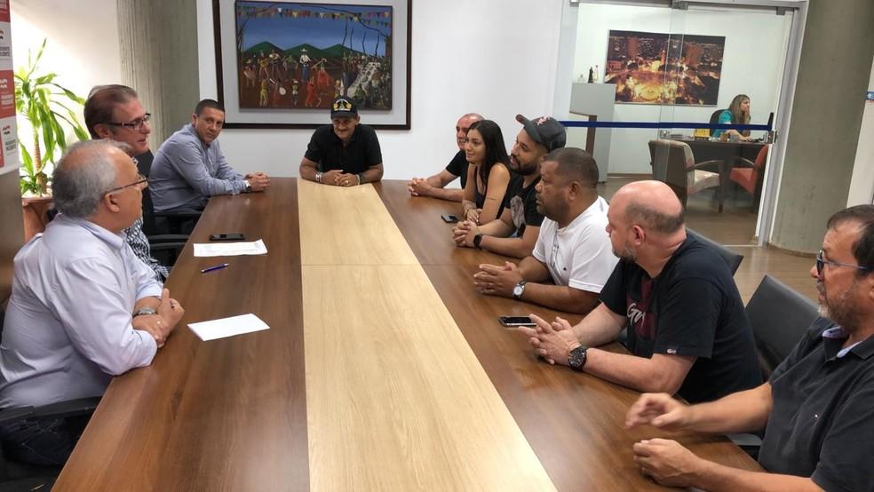 Reunião é realizada entre a Prefeitura e boxistas do Camelódromo — Foto: Junior Paschoalotto/TV Fronteira