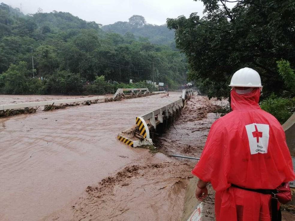 Pelo menos 75 mil pessoas na Guatemala foram afetados pela tempestade ETA. — Foto: Cruz Vermelha