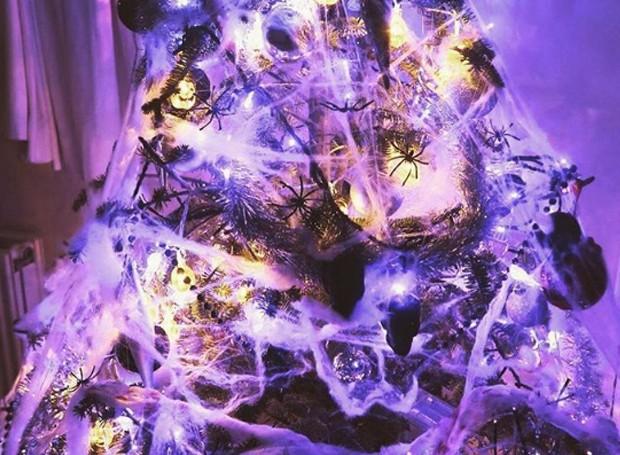 As luzes piscantes dão lugar para as teias de aranha (Foto: Parley For The Oceans e MOCA/ Reprodução)