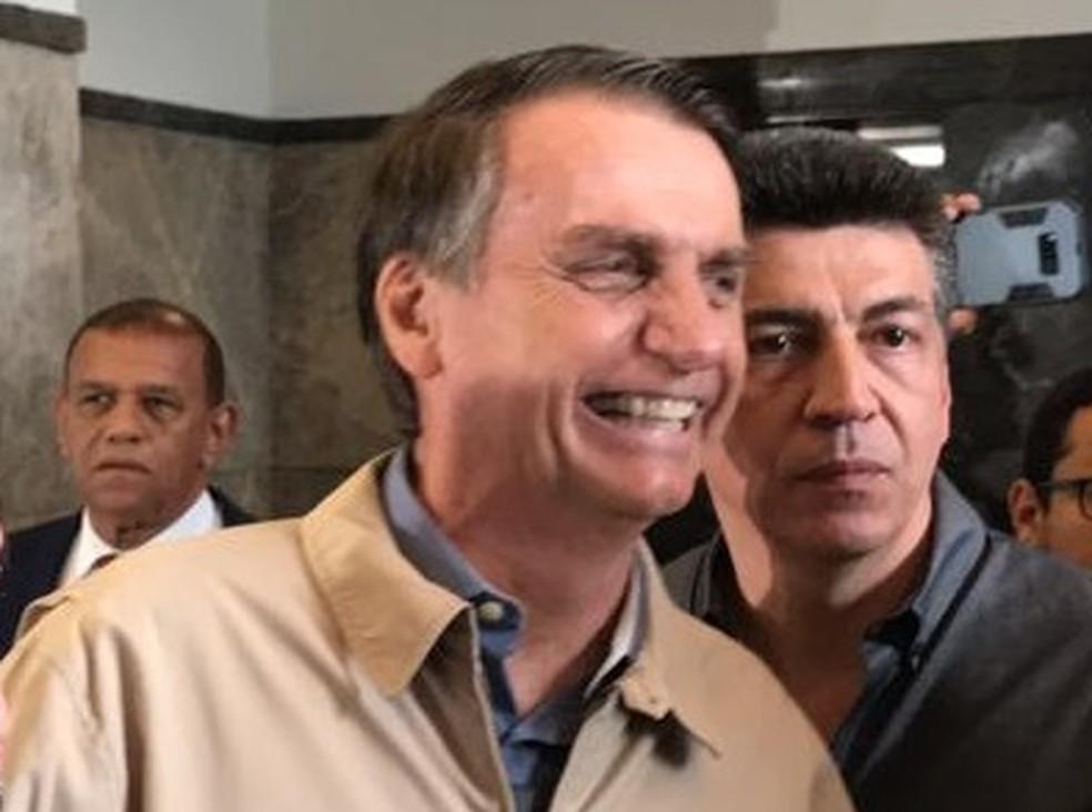 O candidato Jair Bolsonaro após visita à Polícia Federal (PF), no Rio de Janeiro, nesta quarta-feira (17) — Foto: Cristina Boeckel/G1