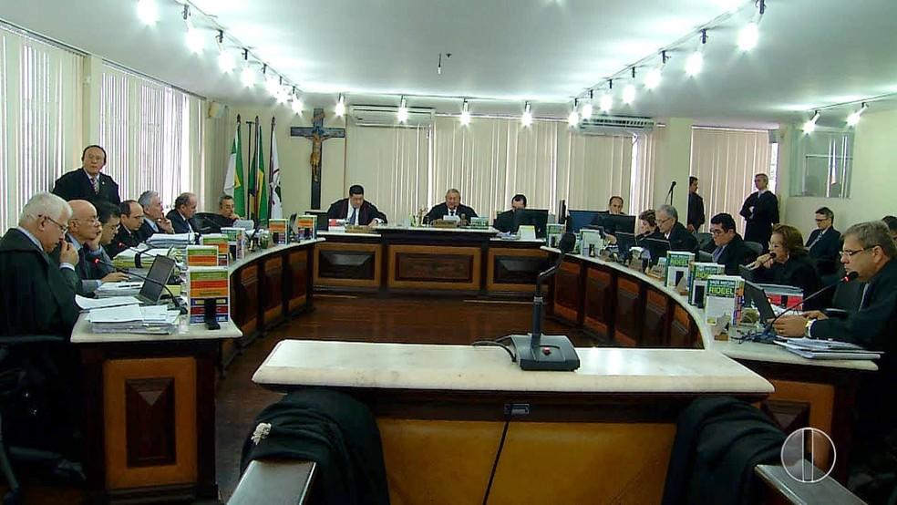 Dos 14 desembargadores presentes, 13 foram a favor da agregação das comarcas, no RN (Foto: Reprodução/Inter TV Cabugi)