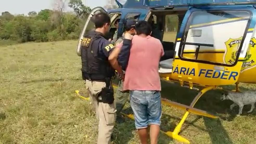 Dois homens foram presos durante investigação (Foto: Polícia Rodoviária Federal/Divulgação)