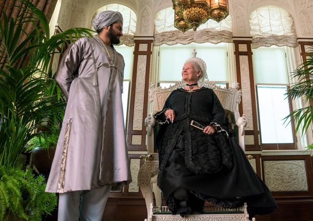 O figurino de Abdul e da rainha Victoria, vivida por Judy Dench (Foto: Divulgação)
