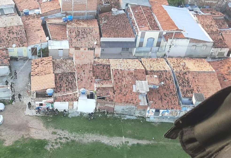 Imagem aérea mostra operação da PM no Paço da Pátria em Natal, que terminou com morte de um suspeito — Foto: PM/Divulgação