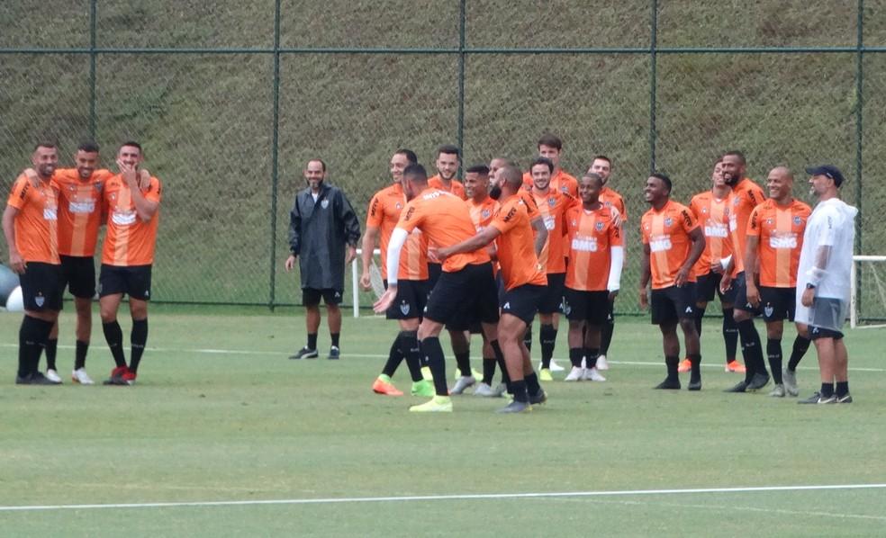 Jogadores do Atlético em momento descontraído na Cidade do Galo — Foto: Frederico Ribeiro