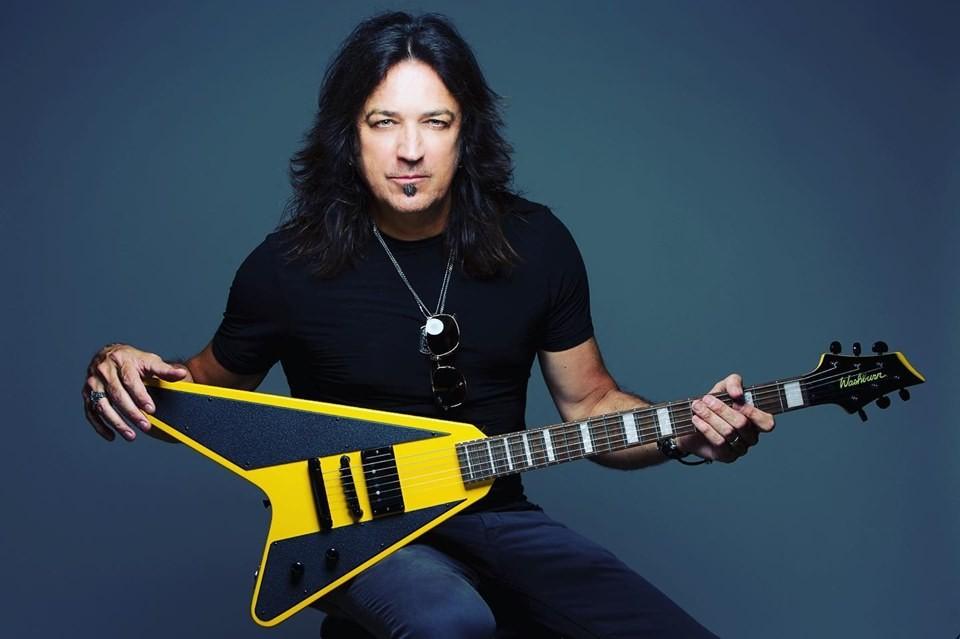 O cantor e guitarrista Michael Sweet, do Stryper