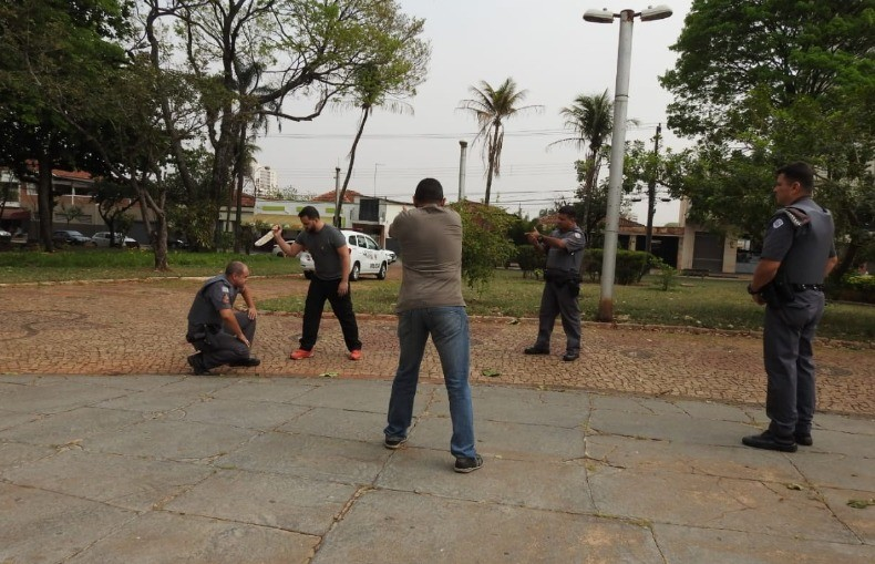 Polícia Civil reconstitui caso de morador de rua morto a tiros ao atacar PM em Araraquara - Notícias - Plantão Diário