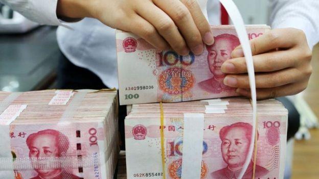 O yuan chegou a seu nível mais baixo em 11 anos frente ao dólar (Foto: GETTY IMAGES/BBC News Brasil)