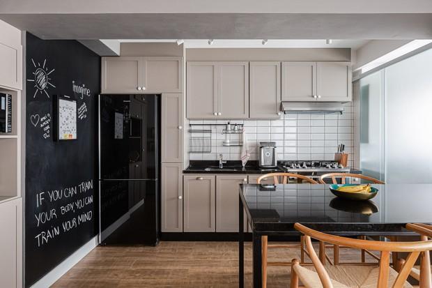 68 m² com cores, aconchego e um balanço no living (Foto: FOTOS GISELE RAMPAZZO)