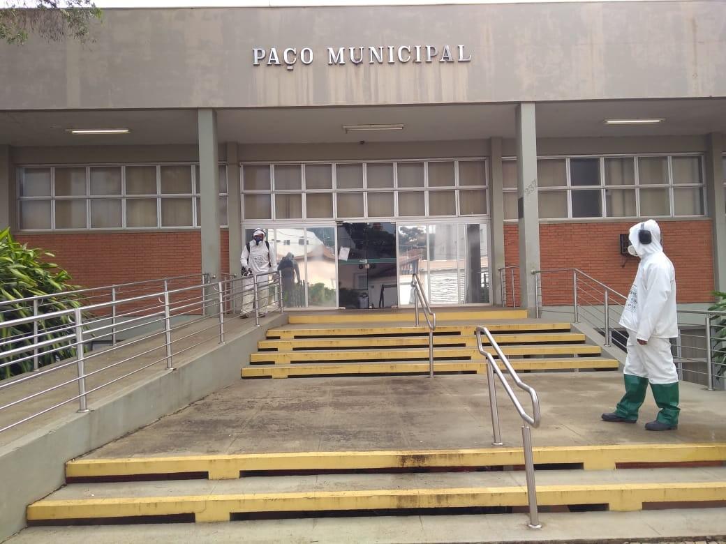 Após caso de Covid-19 no gabinete da prefeita, Iracemápolis faz sanitização no Paço Municipal