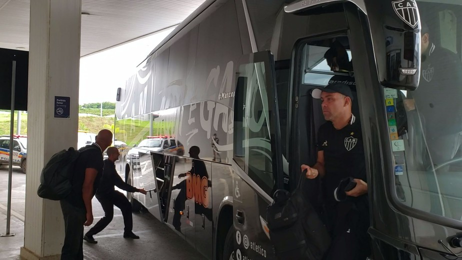 Sem Tardelli e Réver, Atlético-MG embarca para encarar o Afogados; veja os relacionados