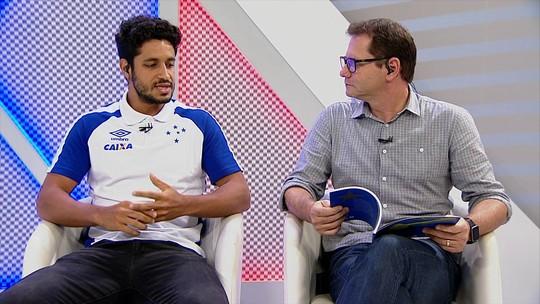 """Com Thiago Neves """"chutando sapo"""", Léo lança livro sobre título da Copa do Brasil"""