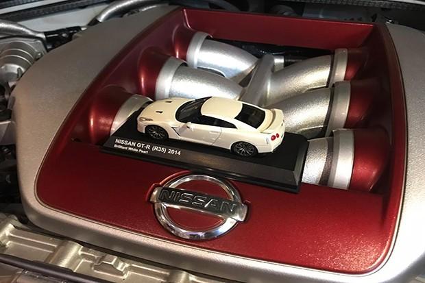No mundo todo, apenas cinco especialistas da Nissan fazem artesanalmente o motor GT-R (Foto: Autoesporte/Giovana Oréfice)