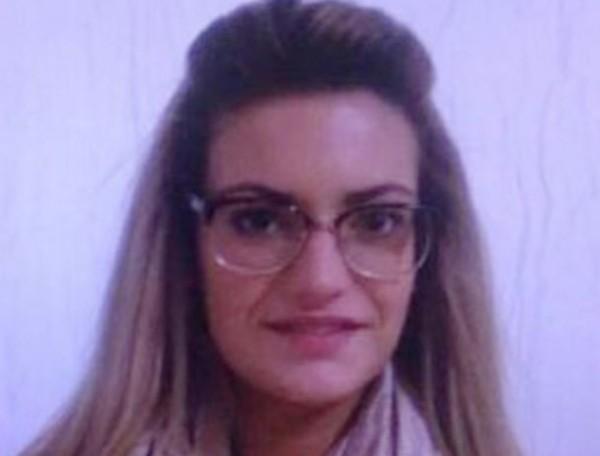 Em foto antiga, Megan Barton Hanson parece outra pessoa (Foto: Reprodução)