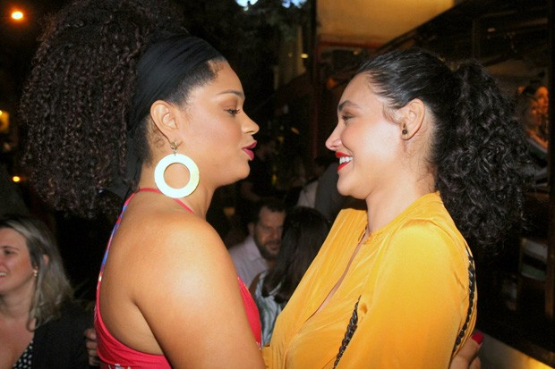 Juliana Alves e Débora Nascimento  (Foto: Daniel Delmiro / AGNews)