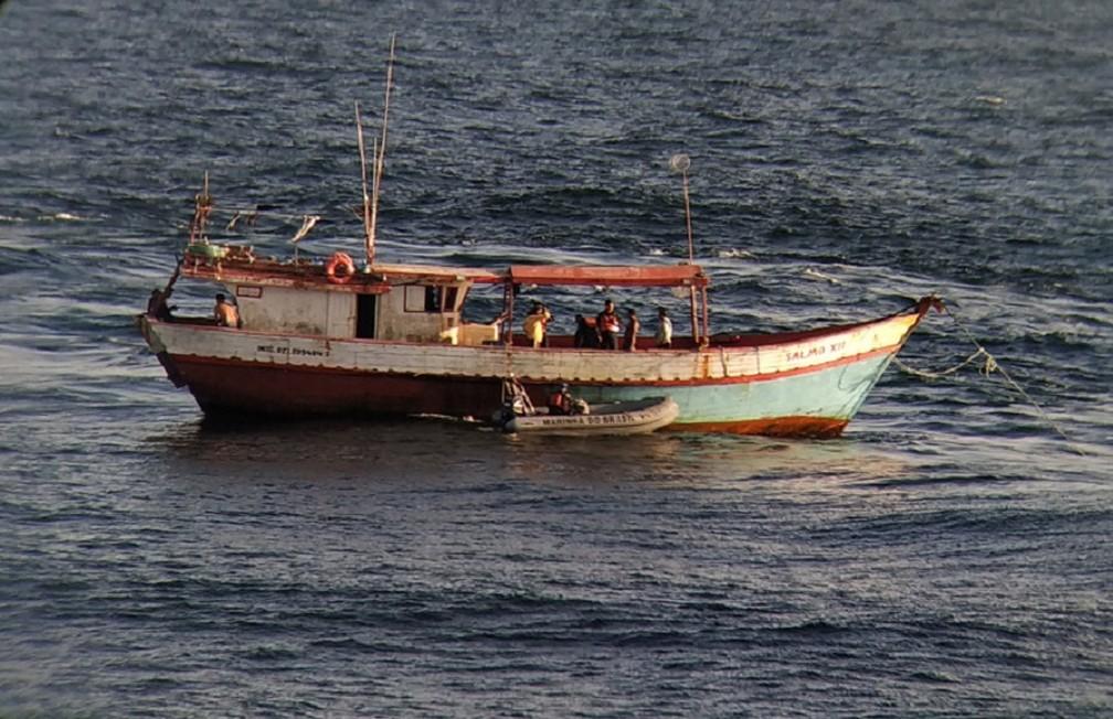 Pescadores se alimentavam apenas de farinha quando foram encontrados à deriva no mar — Foto: Marinha do Brasil/Divulgação