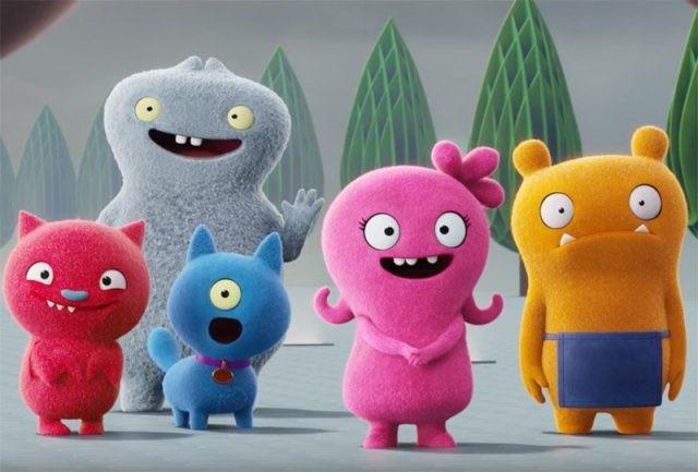 Moxy (ao centro) cercada pelos amigos em Ugly Dolls (Foto: Divulgação)