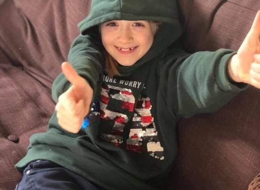 Menina de 7 anos pede para ser modelo masculino da Zara e loja responde ao pedido