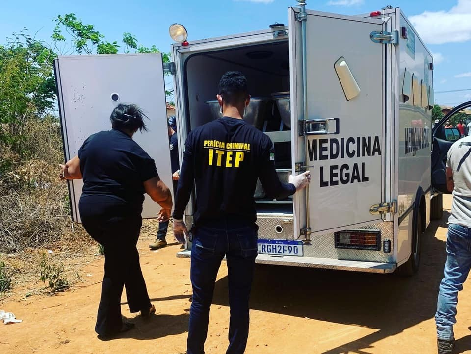 Adolescente de 13 anos é encontrada morta com marcas de agressão e corte na garganta no interior do RN