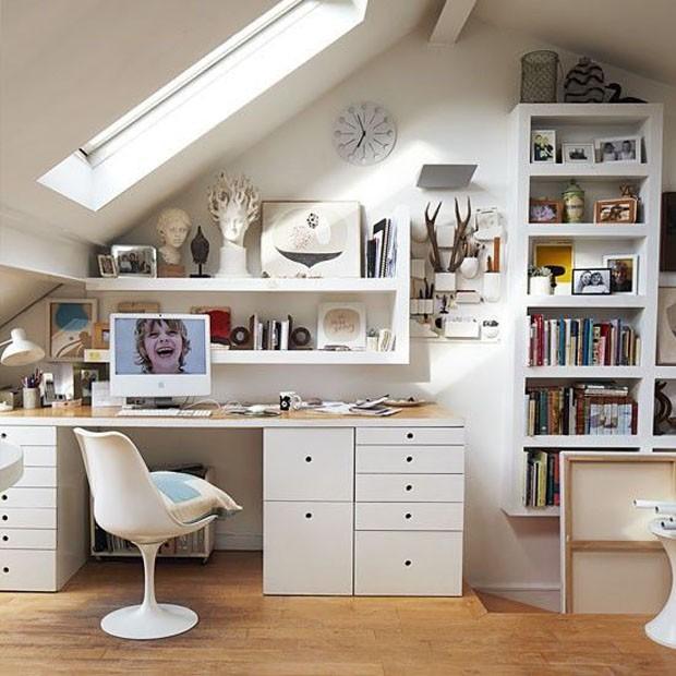 Home office com claraboia (Foto: Pinterest/Reprodução)