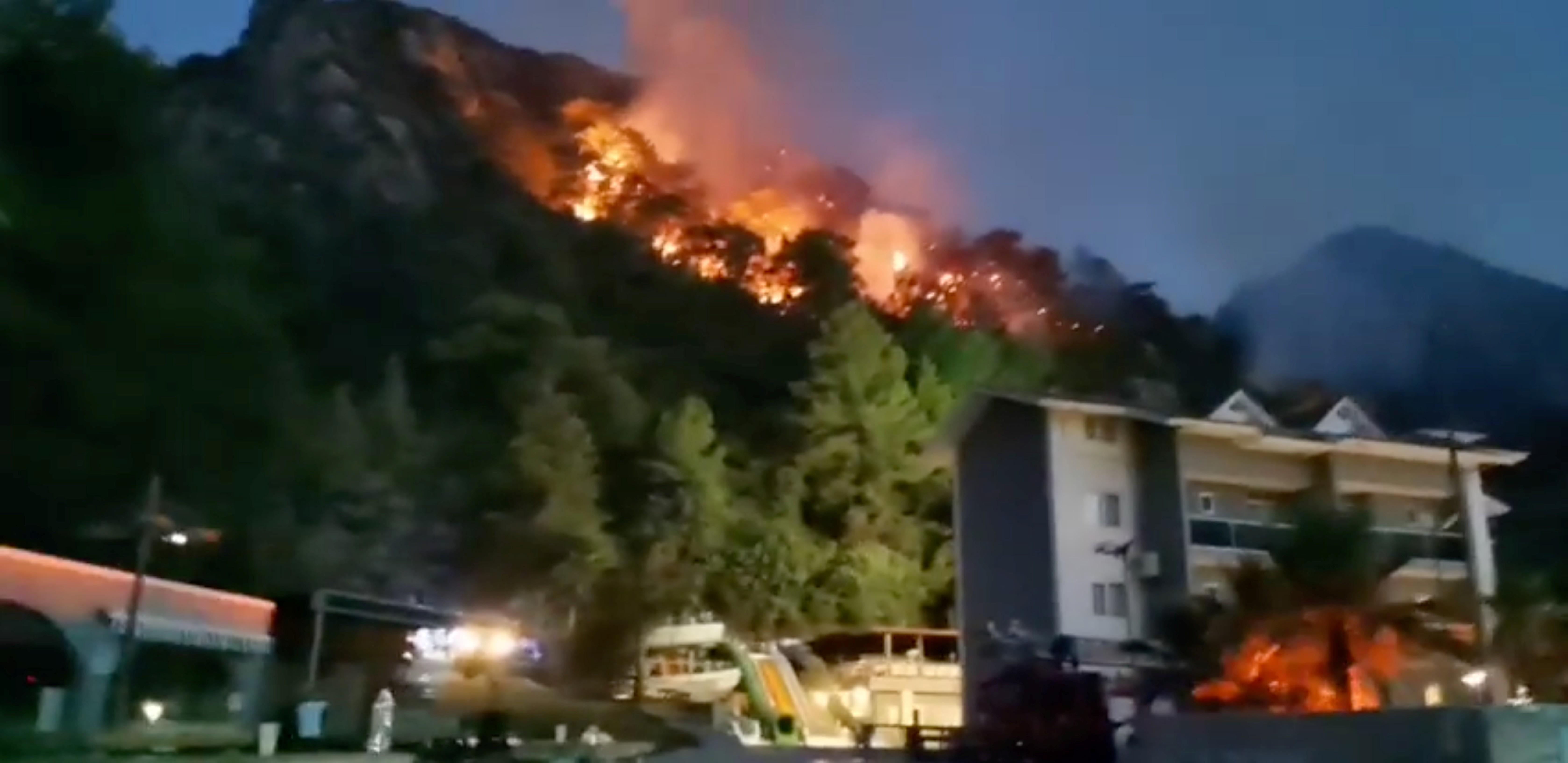Incêndios castigam sul da Europa e forçam evacuação de centenas de pessoas