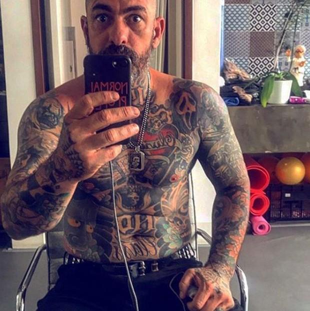 O chef Henrique Fogaça tem mais de 100 tatuagens no corpo (Foto: Reprodução/Instagram)