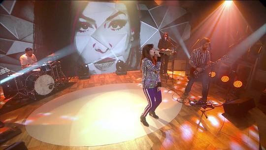 Pitty canta 'Te Conecta' no palco do Fantástico