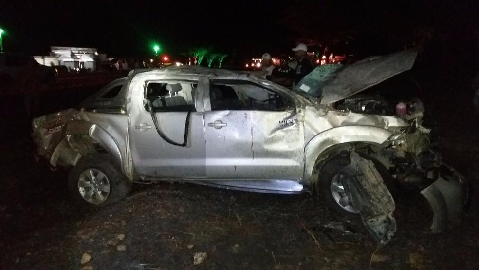 Jovem estava nesta caminhonete de luxo quando o acidente ocorreu em Lajedo (Foto: PRF/Divulgação)
