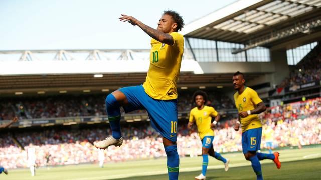 Neymar comemora gol do Brasil sobre a Croácia