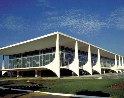 Economia deve acelerar em 2020 -- apesar de Bolsonaro, diz professor da FGV