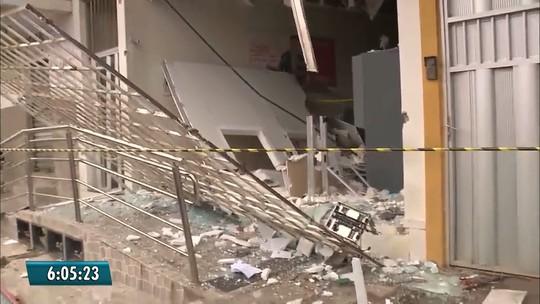 Criminosos explodem dois bancos em cidades da PB e atacam prédio da PM