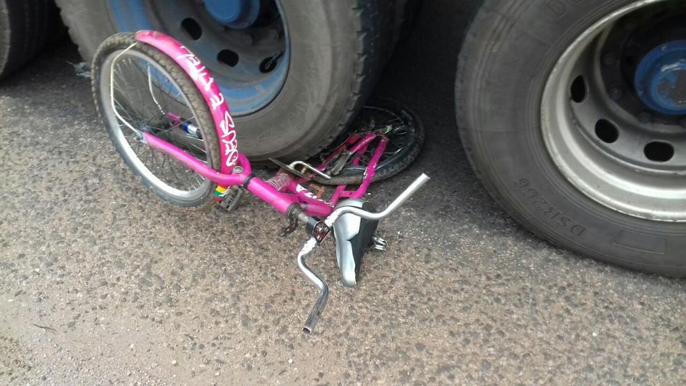 Acidente aconteceu na BR-153, no perímetro urbano de Pugmil (Foto: Divulgação/PRF)