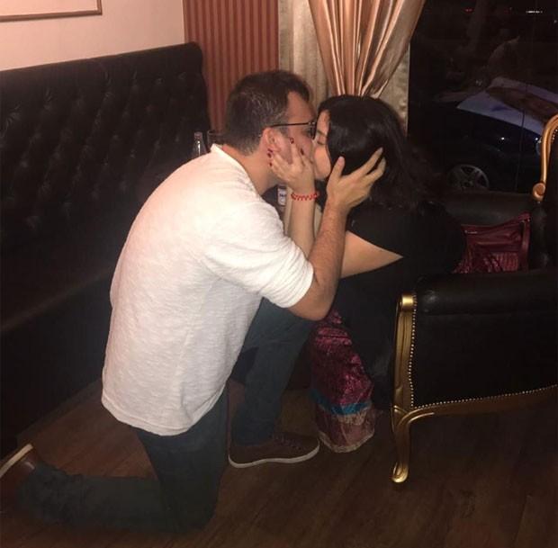 Diego pede em casamento Zakiee Hage (Foto: Reprodução)