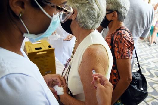 Praia Grande começa a aplicar dose de reforço da vacina contra a Covid em idosos com 80 anos ou mais