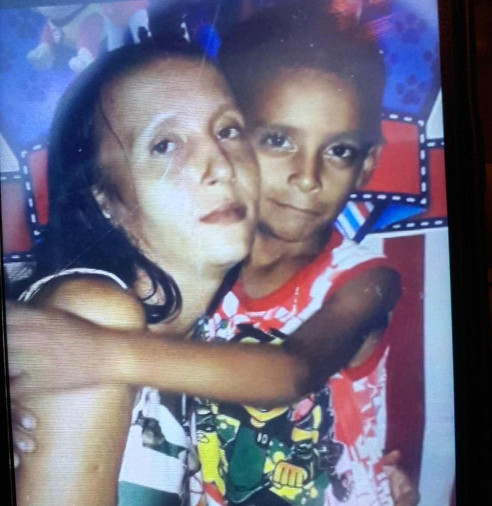 Mãe e filho foram encontrados mortos dentro de loteamento em Porto Velho — Foto: Reprodução/Arquivo pessoal