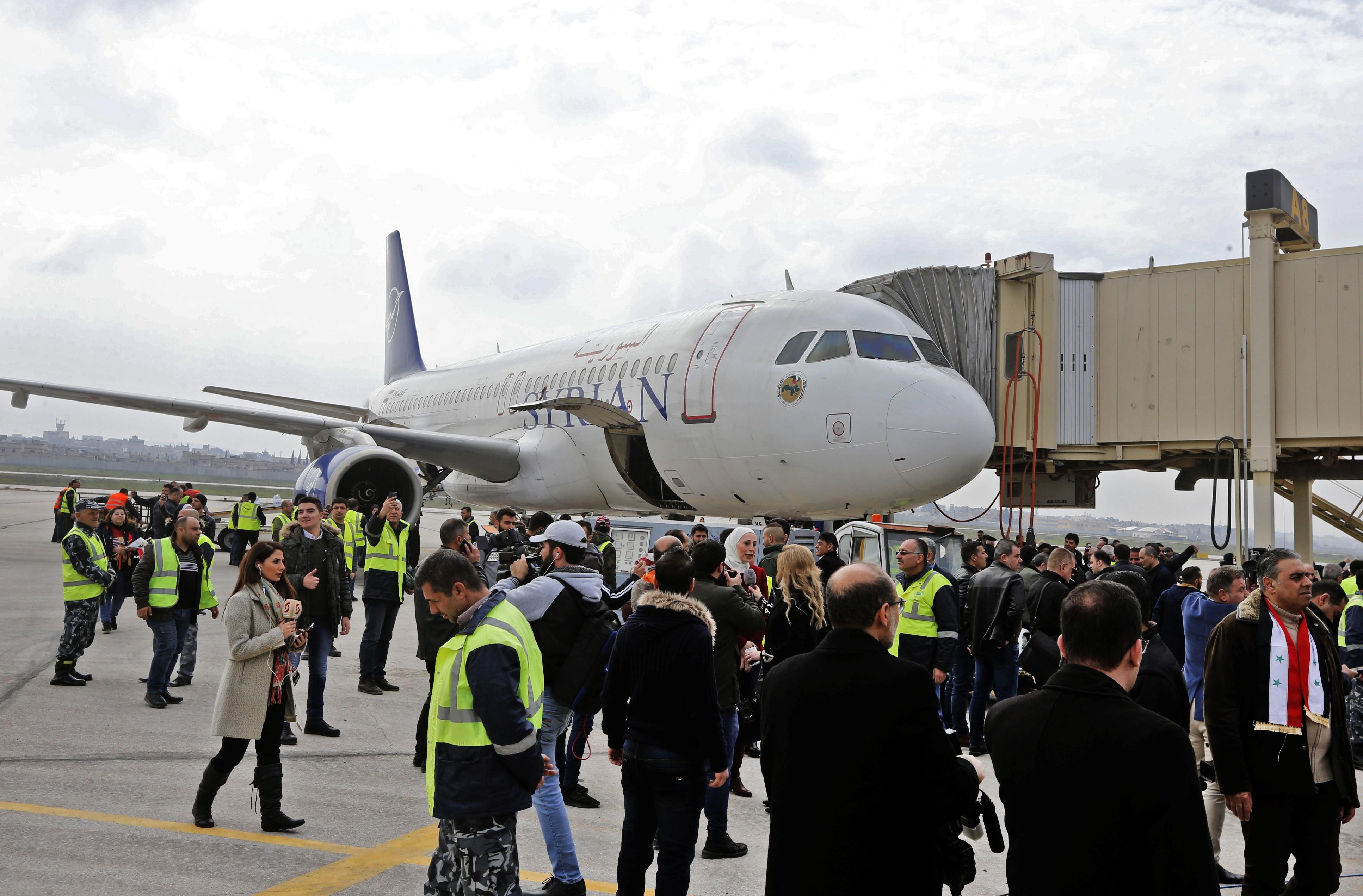 Primeiro voo civil em oito anos aterrissa em Aleppo, norte da Síria