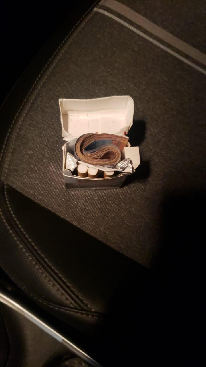 Motorista de aplicativo devolve caixa de cigarro com R$ 800 deixada em carro: 'Um anjo', diz passageiro
