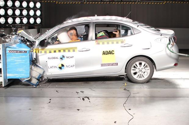 Versões mais caras do Yaris contam com airbags laterais, do tipo cortina e joelho (Foto: Divulgação)