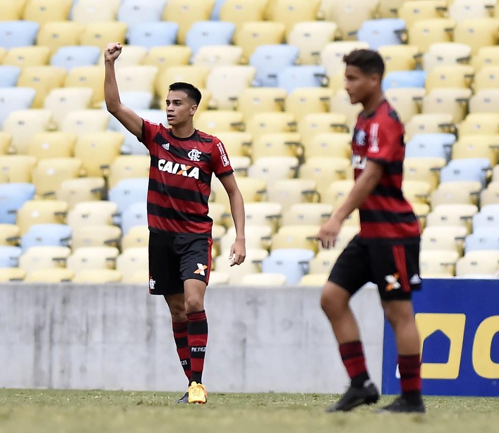 Flamengo ainda encara problemas com surto de caxumba — Foto: André Durão