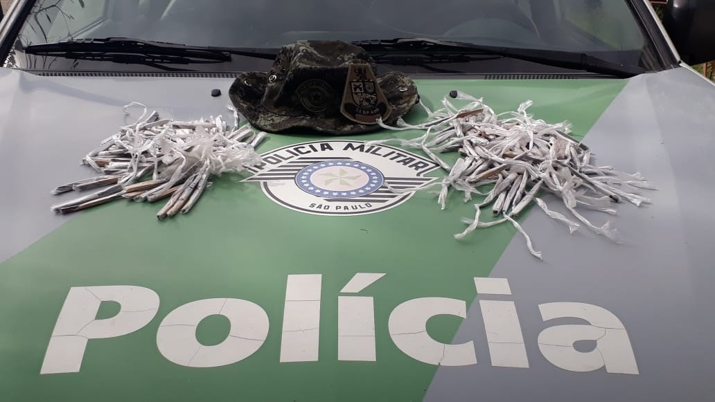 PM apreende 180 porções de maconha após roubo a carro em Guarujá, SP - Notícias - Plantão Diário