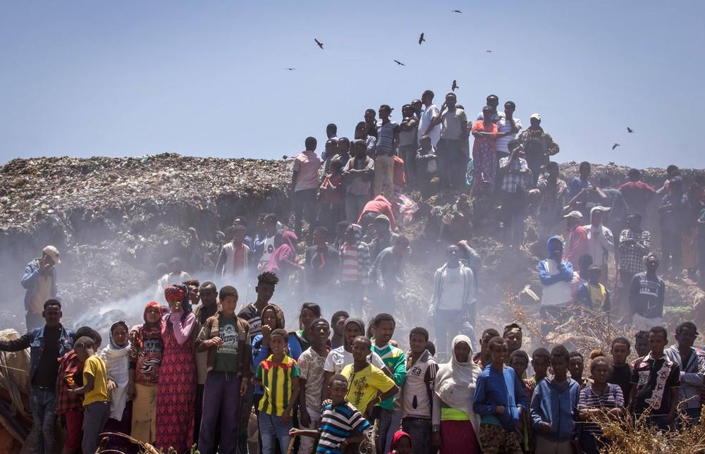 Subiu para 72 o número de mortos em deslizamento de lixo na Etiópia (Foto: Mulugeta Ayene/AP)