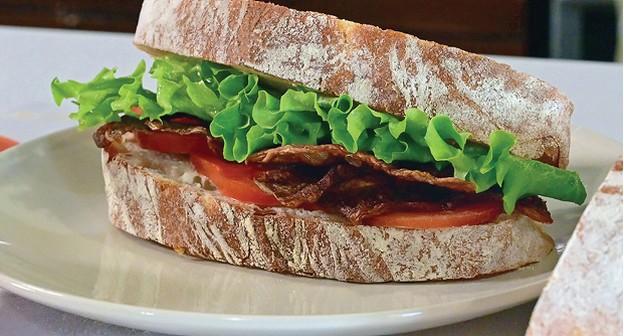 Empresa invade o mercado de carne vegetal com bacon de cogumelos