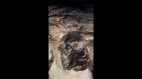 Manchas de óleo atingem praia de Maragogi, Litoral Norte de Alagoas