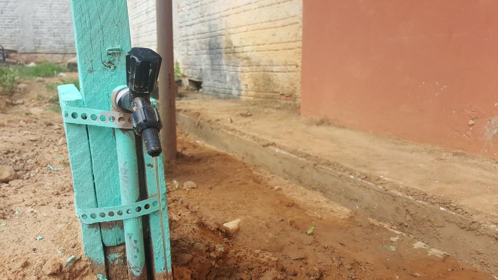 Água pode ser utilizada para aguar plantas e lavar o pátio (Foto: Pâmela Fernandes/G1)