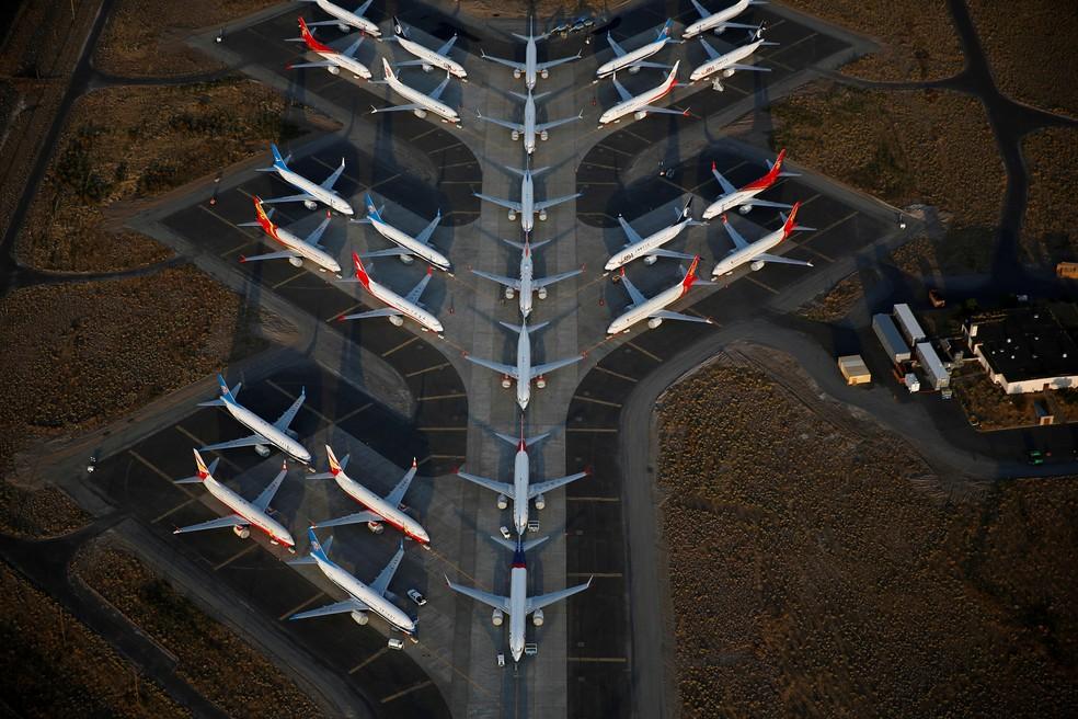 Foto aérea mostra vários aviões Boeing 737 MAX no aeroporto internacional Grant County em Moses Lake, nos EUA — Foto: Lindsey Wasson/Reuters