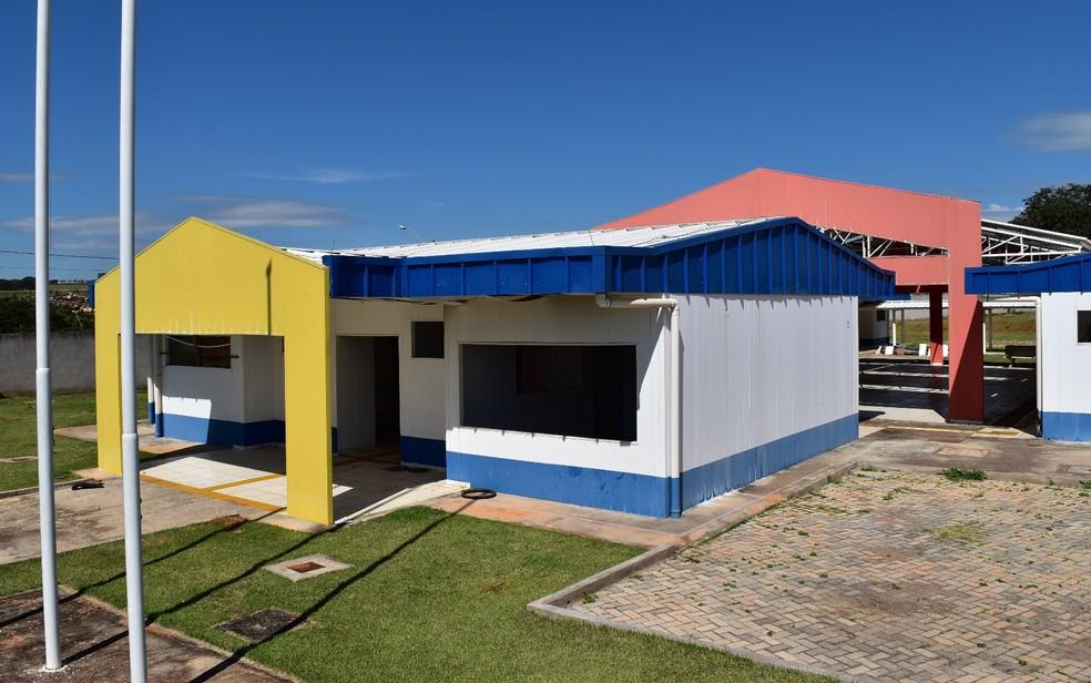 CMEI do Setor Buena Vista III está com estrutura praticamente pronta, mas falta acabamento (Foto: Sílvio Túlio/G1)