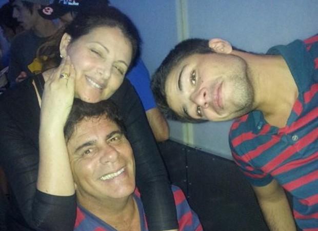 Diego Montez com os pais, Sonia Lima e Wagner Montez (Foto: Reprodução/Instagram)