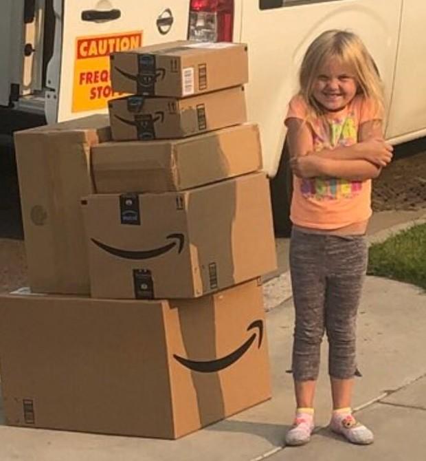 Caitlin e suas compras (Foto: Reprodução)