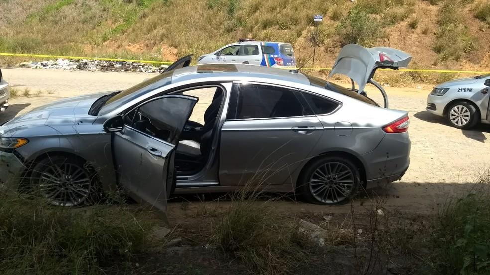 Veículo usado no resgate do detento foi encontrado em Vitória de Santo Antão, na Zona da Mata de Pernambuco (Foto: Reprodução/WhatsApp)